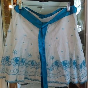 Cute embroidered skirt with satin ribbon